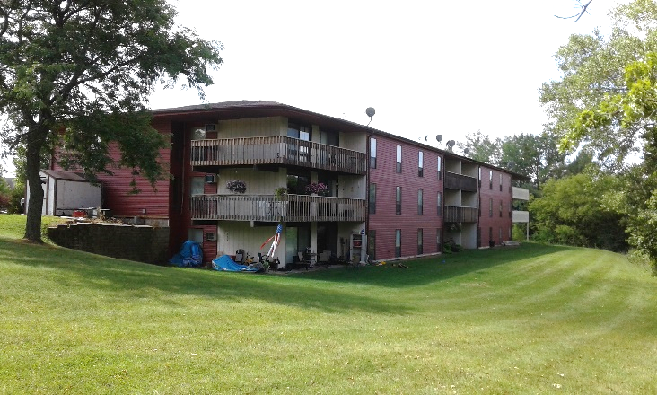 Outside view of Golfview Terrace Apartment Building